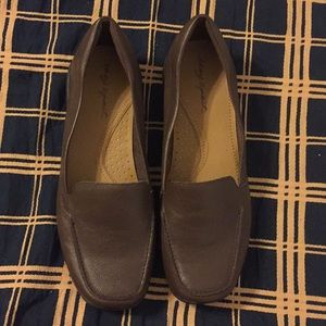 Easyspirit leather slip ons size 8 1/2